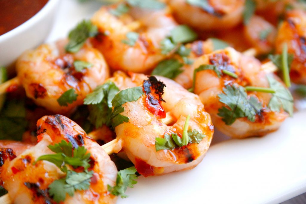This Grilled Sweet Chili Lime Shrimp recipe will help you win summer! #GrillIt @hamiltonbeach @amazon