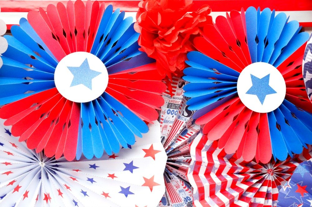 Here is a super easy tutorial on how to make patriotic rosettes. These will be a perfect addition to your red, whote, and blue party decorations this summer.