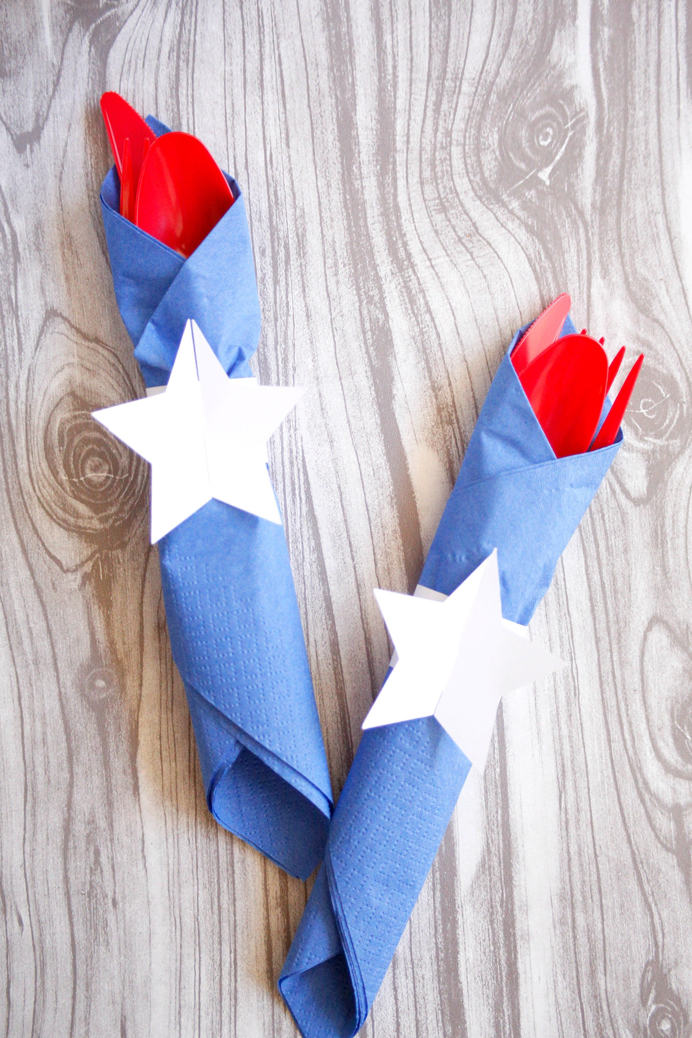 Add some more red and blue to your 4th of July party with these easy diy napkin rings.