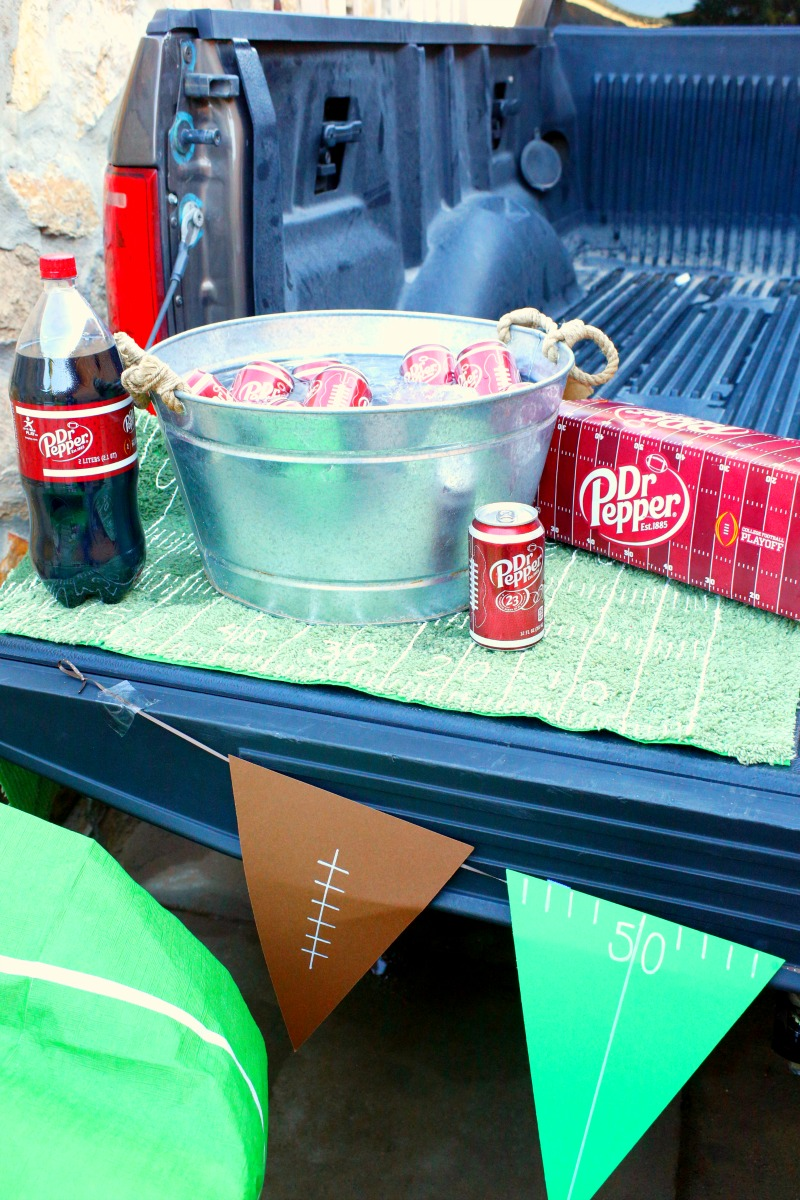 Get ready for college football grillgating with this yummy Dr Pepper bbq sauce and other tailgating inspiration #GrillGatingHero #GrillGating [ad]