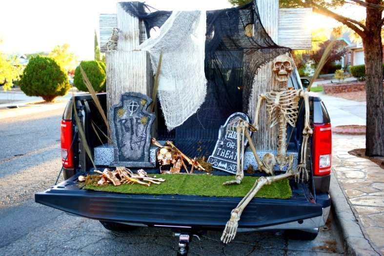 a glam cemetery truck trunk or treat