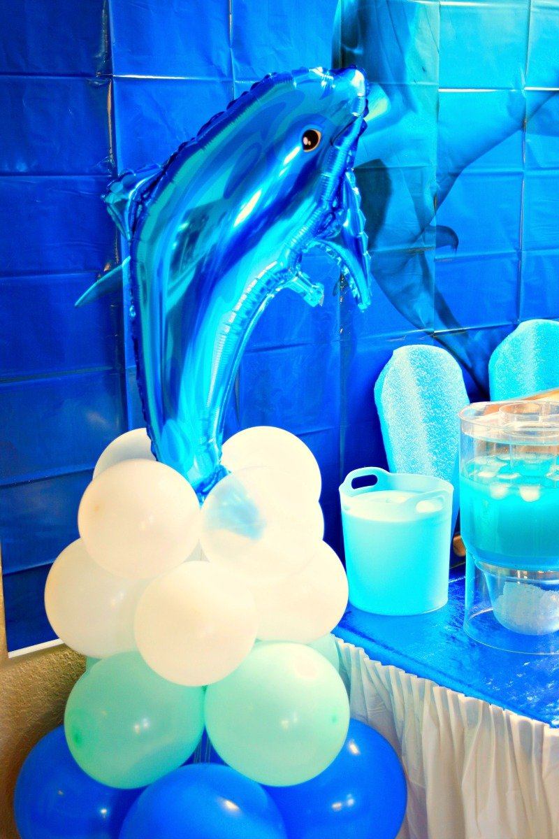 Dolphin balloon column as a fun decoration for any Under the Sea themed party #sharkparty