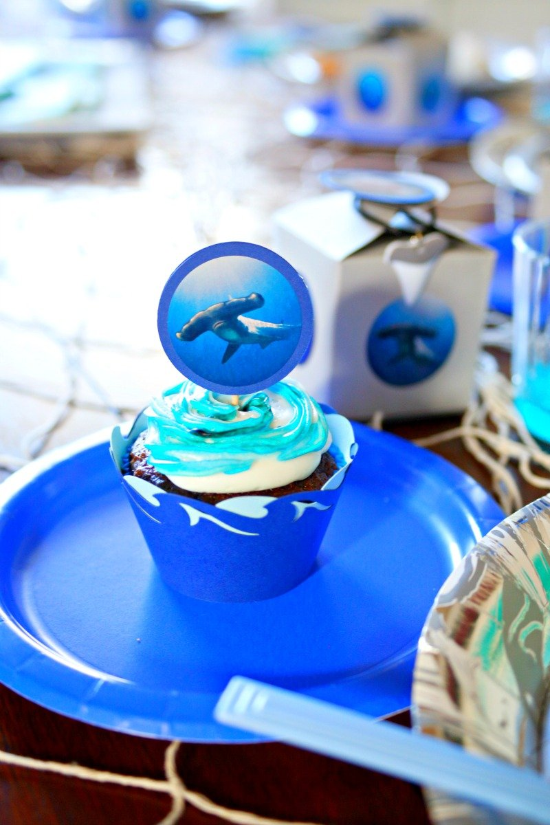 DIY shark themed cupcake wrappers and toppers for fun shark party! #sharkparty #CricutMaker