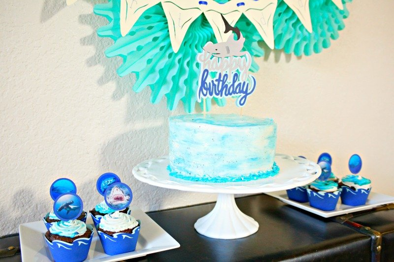 Shark party desserts for a fintastic shark party! #sharkparty #undertheseaparty