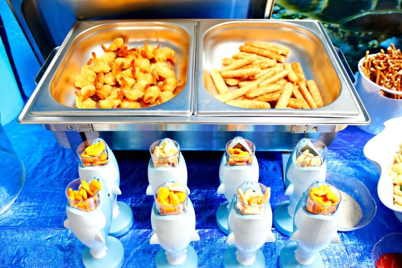Ocean themed food - shrimp and fish sticks for a fun shark party buffet #sharkparty