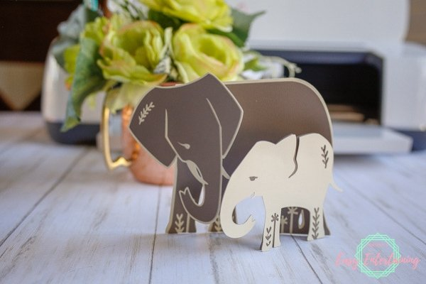 Learn how to make these mama and baby elephant Cricut thank you cards with this easy to follow tutorial complete with video instructions and materials list. #homemadewithlove #Cricut #cardmaking