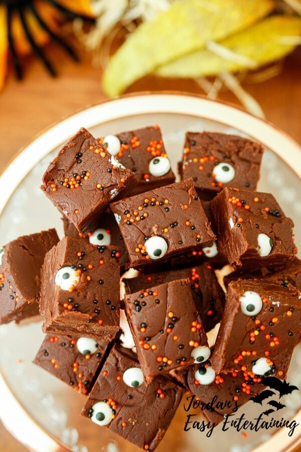 a super tasty dark chocolate fudge recipe as a Halloween dessert for your Halloween party