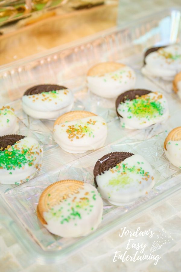 sanwhich cookies dipped in white chocolate with sprinkles