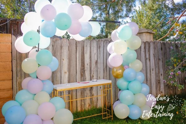 putting together a diy balloon garland